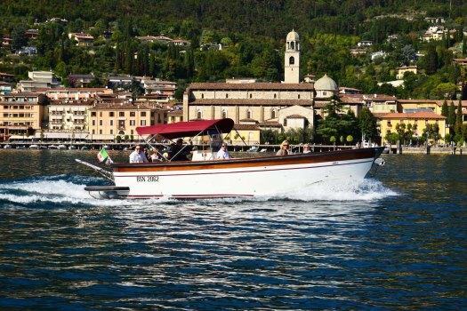 Tour in barca lago garda